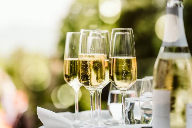 Nahaufnahme der Champagnerflöten – Foto