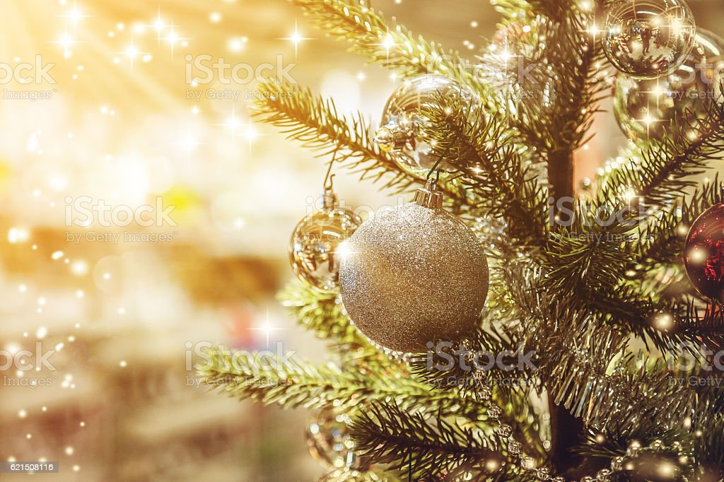Closeup of Christmas-tree with decorations items photo libre de droits