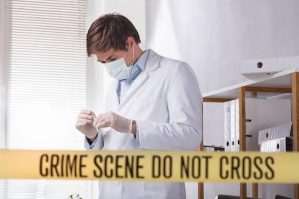 close-up of crime scene do not cross tape - perícia criminal imagens e fotografias de stock
