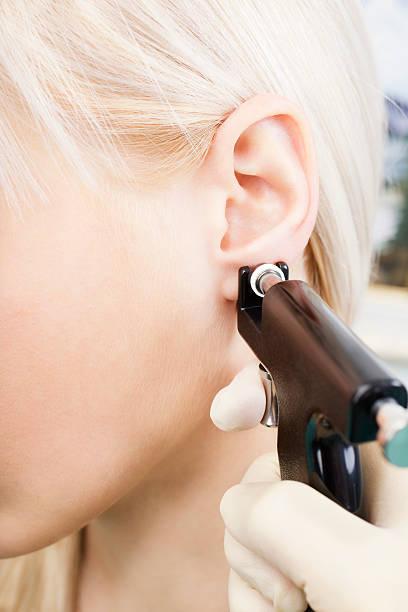 piero pelu - ohrringe piercing stock-fotos und bilder
