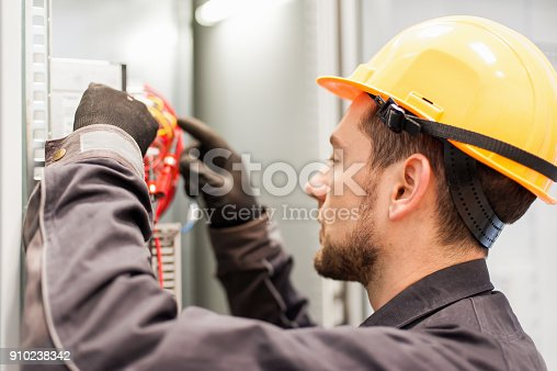 istock Closeup of electrician engineer works with electric cable wires 910238342