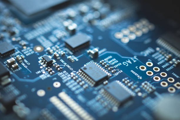 closeup of electronic device circuit board with processor background blue texture technology computer serve cpu motherboard chip component - scheda a circuito foto e immagini stock