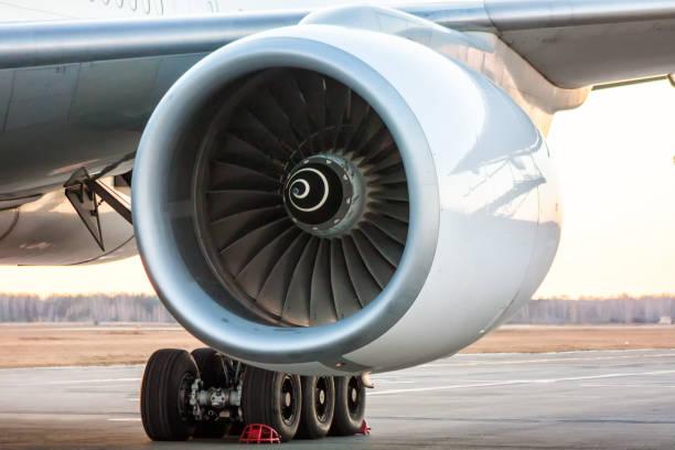 close-up of engine of big white passenger airplane - silnik odrzutowy zdjęcia i obrazy z banku zdjęć