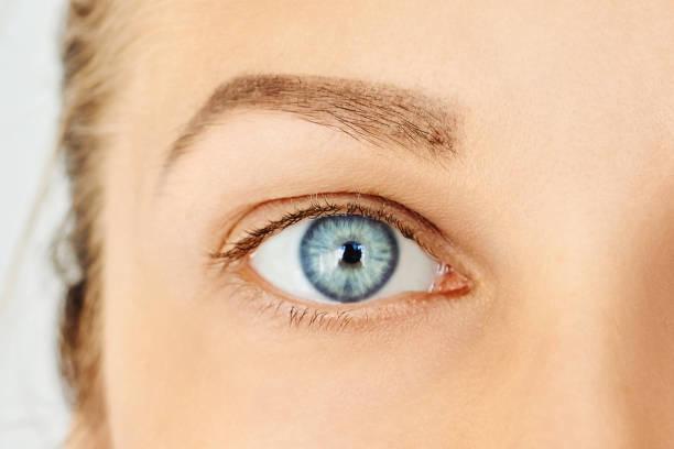 close-up of female blue eye without make-up - eye imagens e fotografias de stock