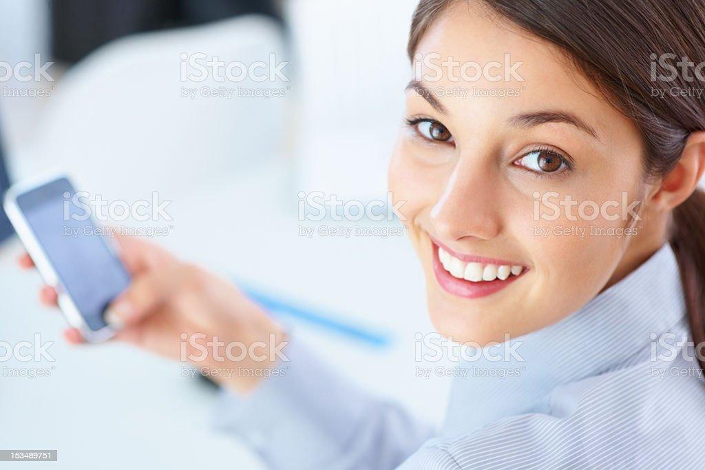 Nahaufnahme der weibliche executive mit Handy Lizenzfreies stock-foto