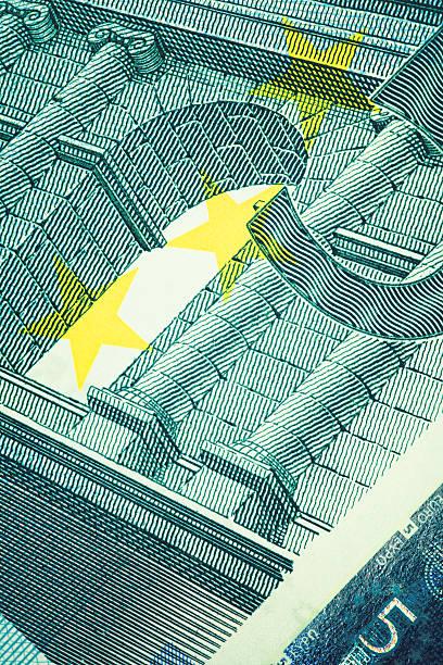 nahaufnahme von fünfeuroschein/business und finanzen - europäische währung stock-fotos und bilder