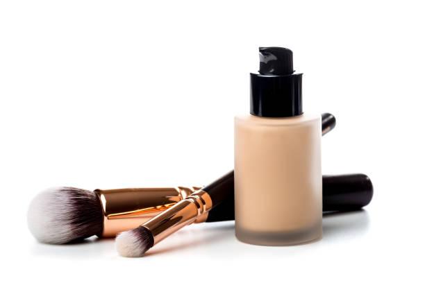 closeup-of-flat-makeup-brush-with-liquid