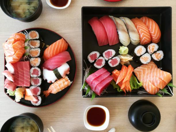 Closeup of fresh sushi on on ceramic dish – zdjęcie