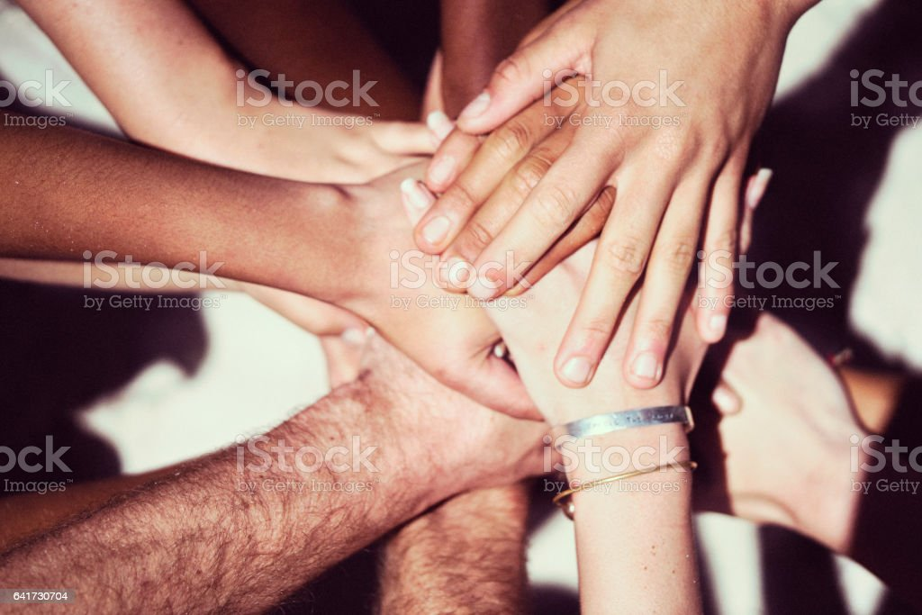 Nahaufnahme von Freunden Stapeln Hände - Lizenzfrei Afrikanischer Abstammung Stock-Foto