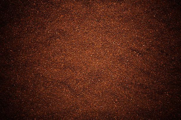 gemahlener kaffee bohnen textur hintergrund - kaffeepulver stock-fotos und bilder