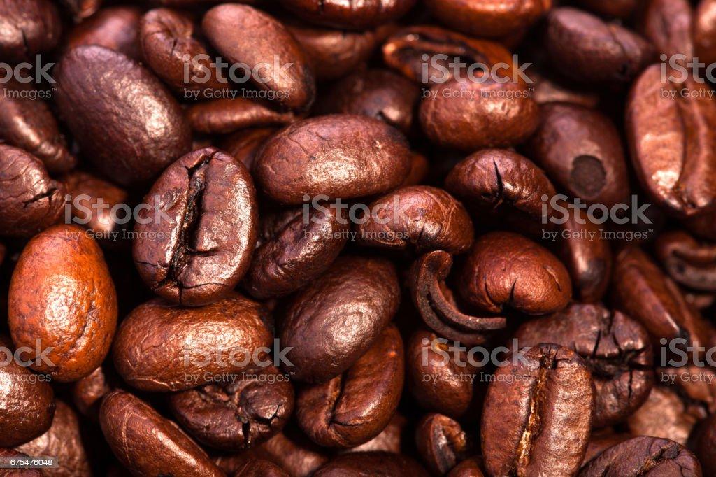 Gros plan du tas torréfié café - ingrédient de la boisson chaude. pour le fond et texture photo libre de droits
