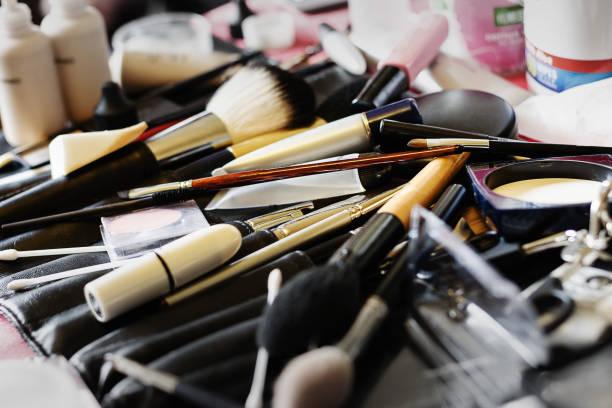 nahaufnahme des make up kit für hochzeit - airbrush make up stock-fotos und bilder