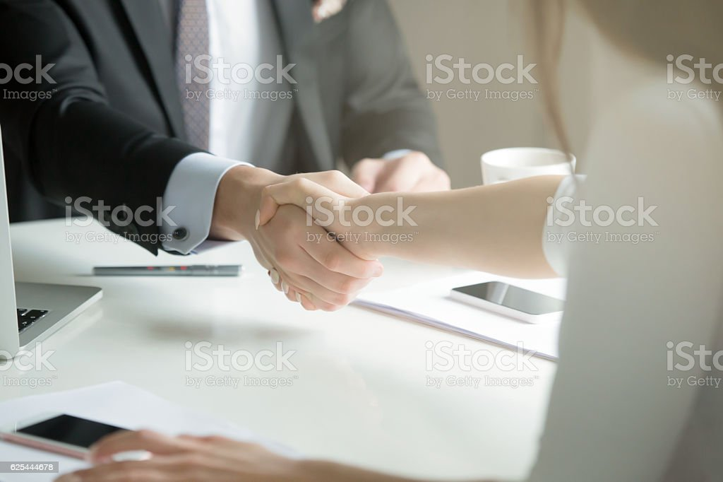 Closeup of male and female hands handshaking after effective neg - foto de stock