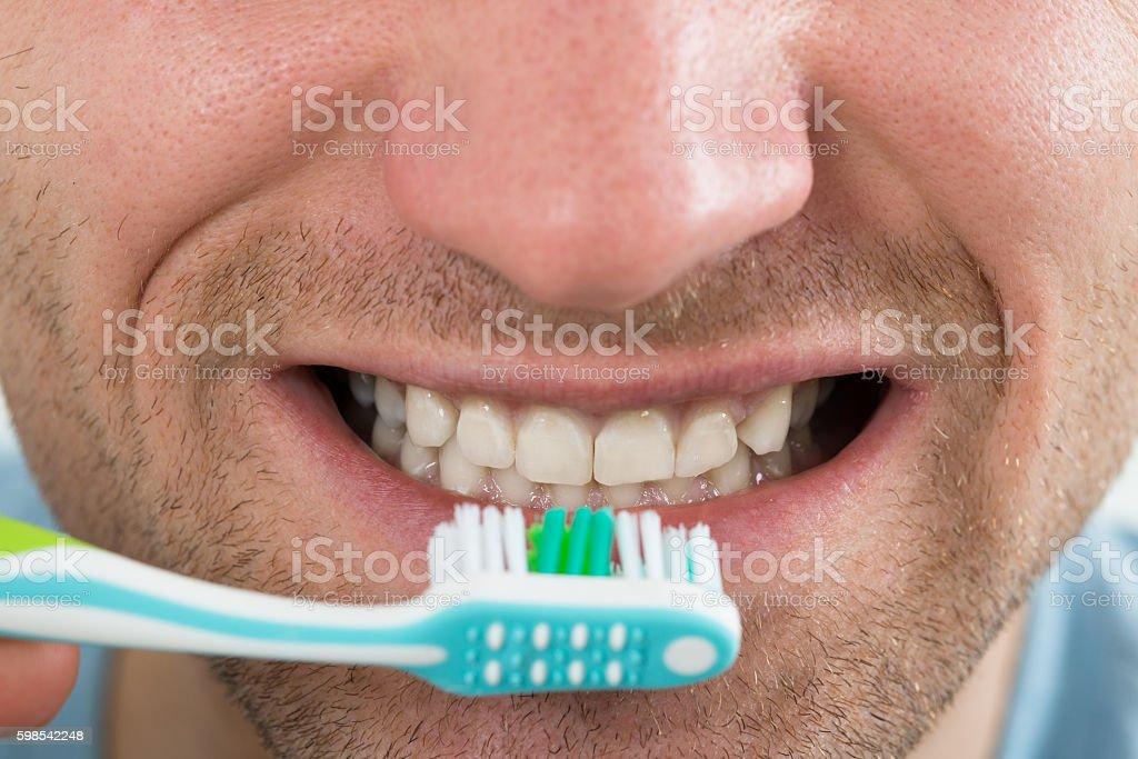 Closeup Of Man Brushing Teeth photo libre de droits