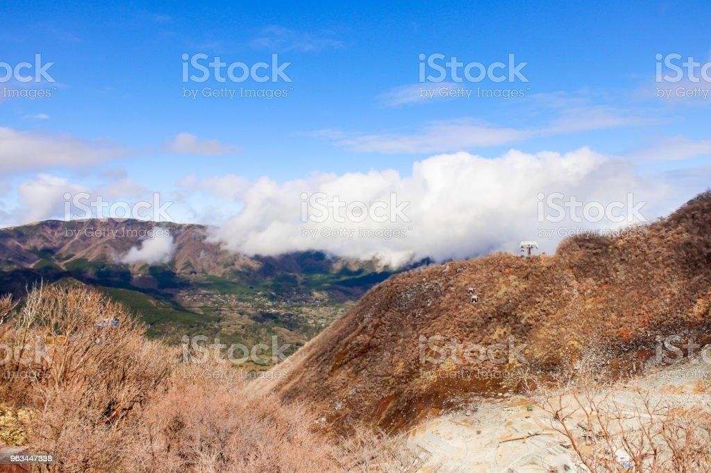 Owakudani, Hakone dağ ve mavi gökyüzü ile birçok teleferik closeup. Japonya - Royalty-free Araba - Motorlu Taşıt Stok görsel