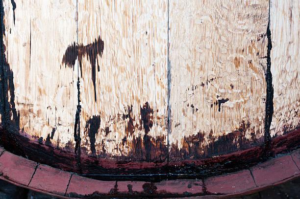 closeup of old oakwine barrel. front view. - keller organisieren stock-fotos und bilder