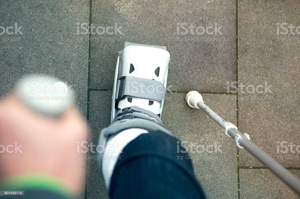 Nahaufnahme von person zu Fuß mit weit zu Fuß – Foto