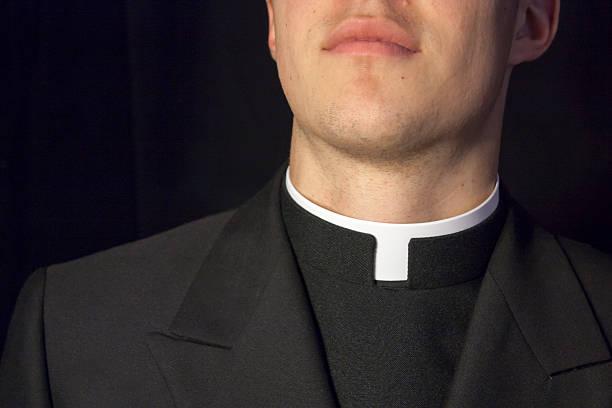close-up de um padre gola - padre - fotografias e filmes do acervo