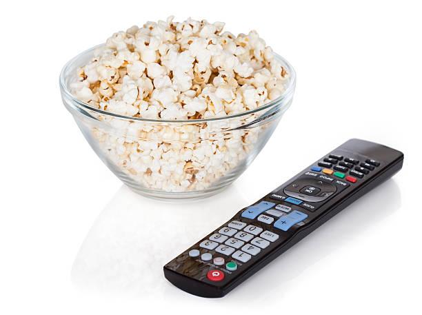 close-up di controllo remoto e popcorn - telecomando background foto e immagini stock