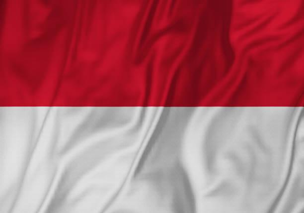 closeup da bandeira de bandeira, indonésia indonésia babados soprando no vento - bandeira da indonesia - fotografias e filmes do acervo