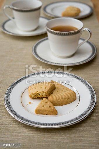 istock Close-up of Scottish shortbread on vintage English fine bone china plate with black tea 1289292112