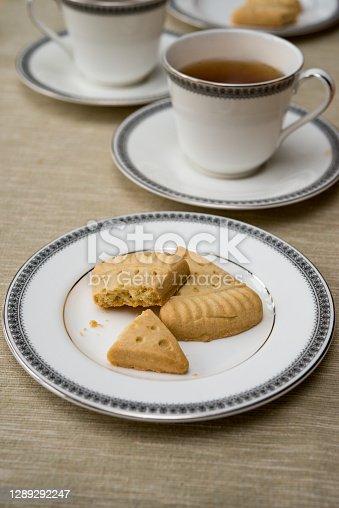 istock Close-up of Scottish shortbread on vintage English fine bone china plate with black tea 1289292247