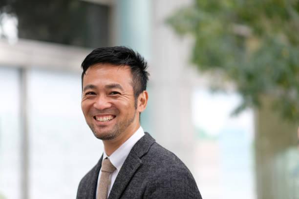 微笑的中年商人特寫鏡頭 - 日本人 個照片及圖片檔
