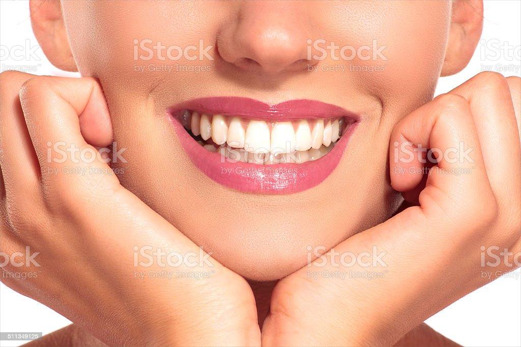 Nahaufnahme von lächelnden Frau mit perfekt weiße Zähne – Foto