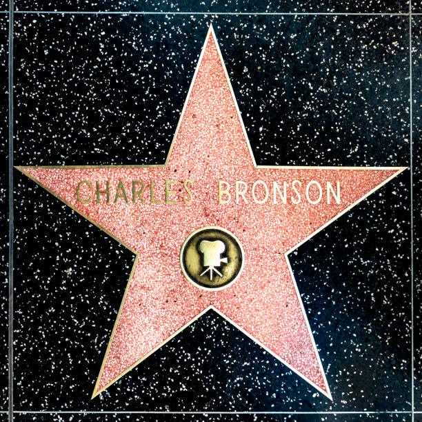 close up da estrela na caminhada de hollywood da fama para charles bronson - charlie bronson - fotografias e filmes do acervo
