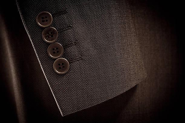 Nahaufnahme der Anzug-Ärmel und Knöpfe in Braun Farbe – Foto