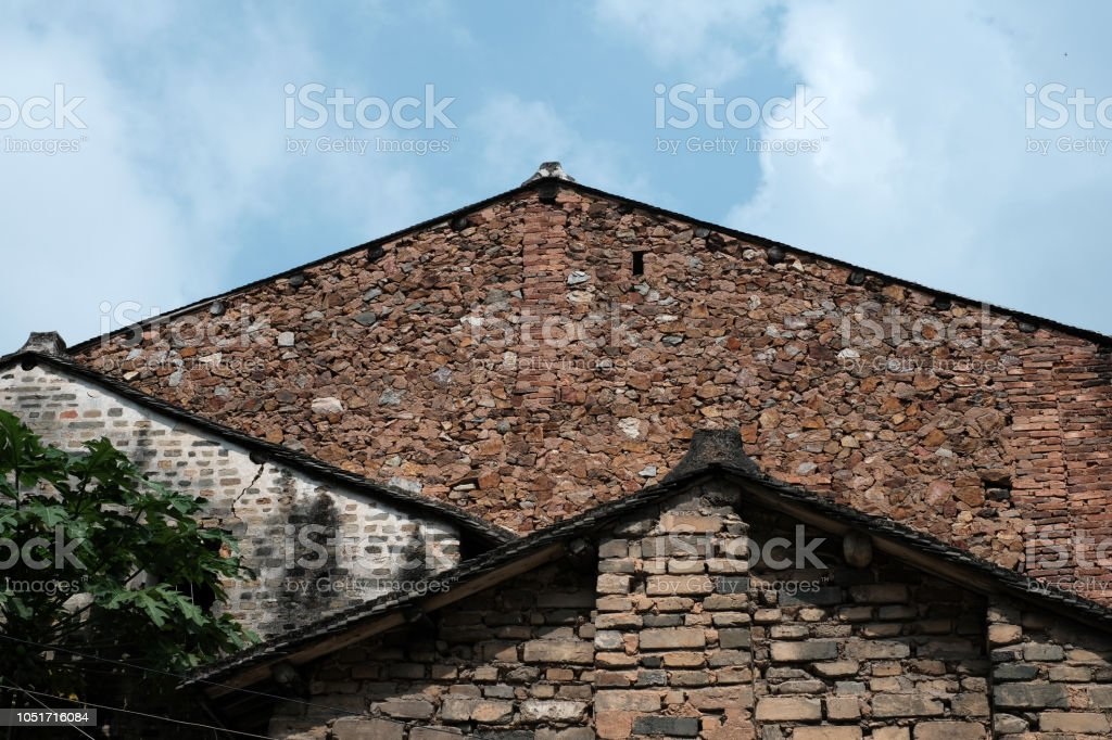 Detail van de gevel van een oude chinese huis stenen muur stockfoto