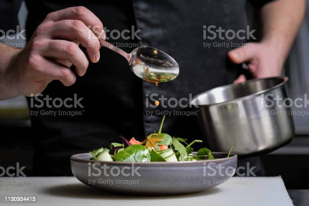 Closeup of the hands of a male chef on a black background pour sauce picture id1130934413?b=1&k=6&m=1130934413&s=612x612&h=uqnk8amin4ogin0g6fumcqthmhugagha7q 6g6nfrk4=