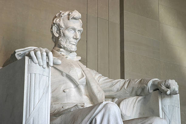 close-up of the lincoln memorial from right side of statue - abd başkanı stok fotoğraflar ve resimler