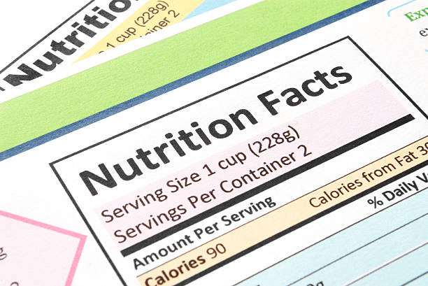 close-up of the nutrition facts section - 食用份量 個照片及圖片檔