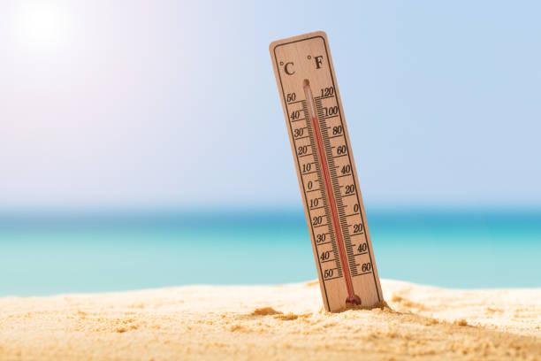närbild av termometer på sand - feber bildbanksfoton och bilder