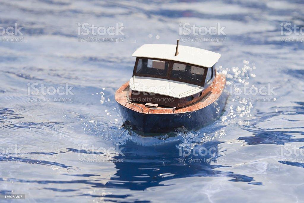 Close-up de brinquedo de barco, atividades ao ar livre em água (XL - foto de acervo
