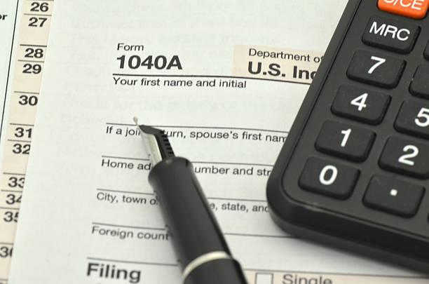 nahaufnahme von uns steuerformulare - bundeshaushalt 2014 stock-fotos und bilder
