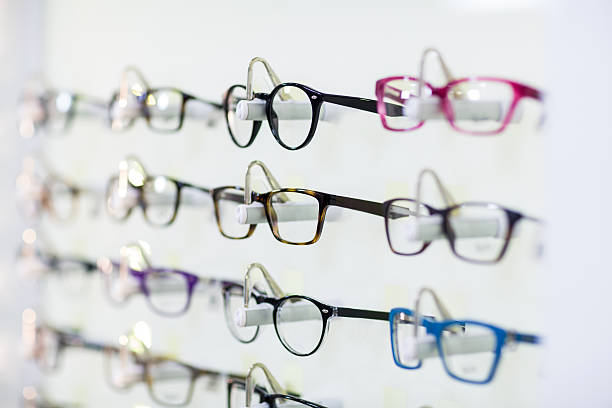 close-up of various spectacles on display - optometrista - fotografias e filmes do acervo