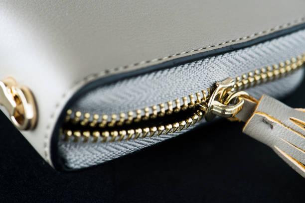nahaufnahme der brieftasche - leder handtaschen damen stock-fotos und bilder