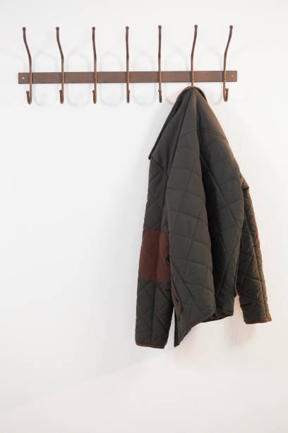 掛在鉤上的保暖布的特寫 - 外套 個照片及圖片檔