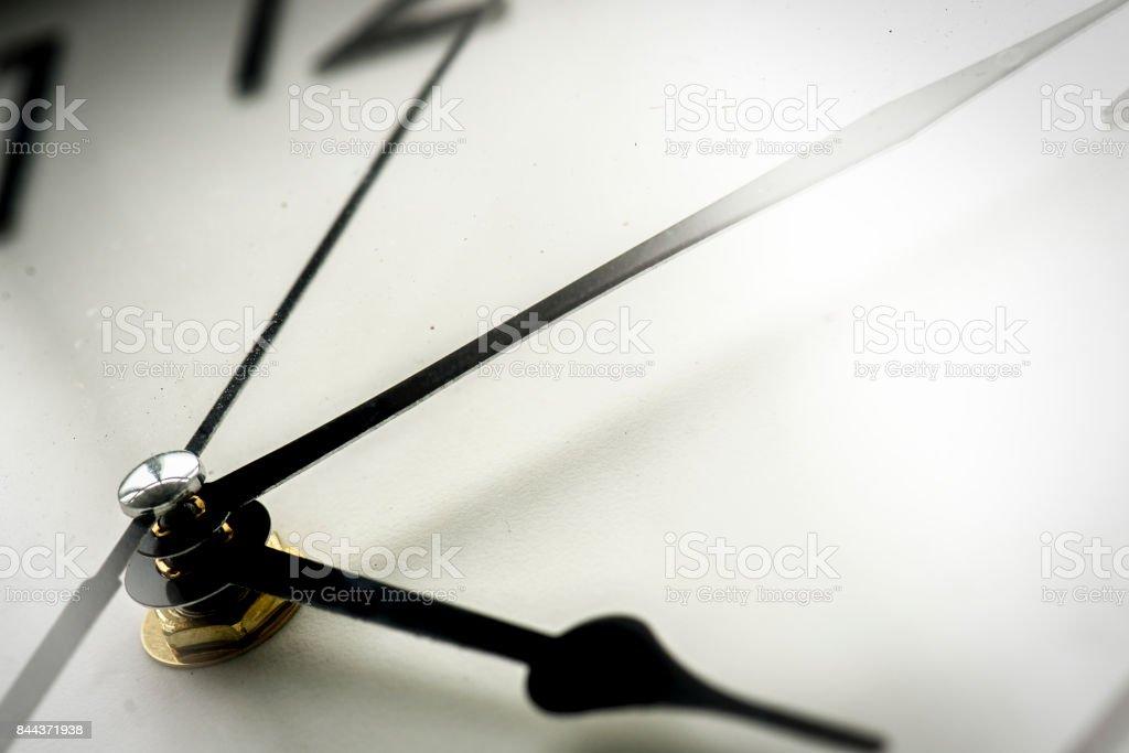 Detalle de reloj reloj tiempo aislado - foto de stock