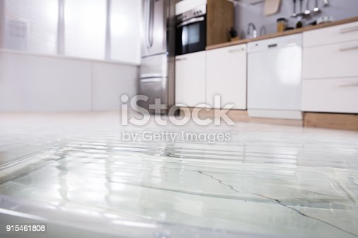 istock Close-up Of Wet Floor 915461808