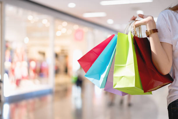 closeup of woman holding shopping colorful of shopping bags at shopping mall with copy space - shopping concept - tote bag imagens e fotografias de stock