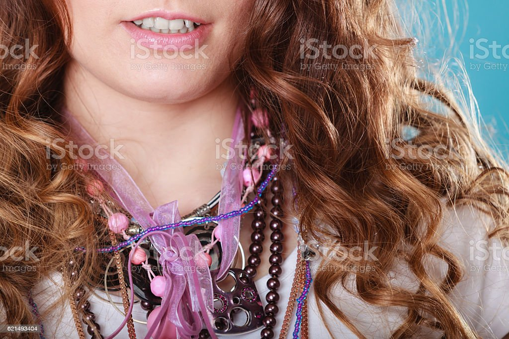 Closeup of woman wearing jewelry necklaces. foto stock royalty-free