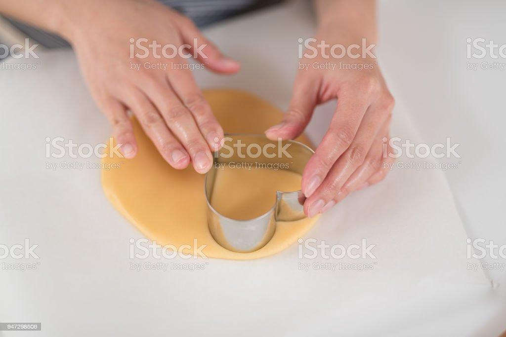 クッキーを作る女性の手のクローズ アップ ストックフォト