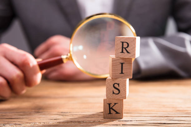 close-up of wooden blocks with risk word - rischio foto e immagini stock