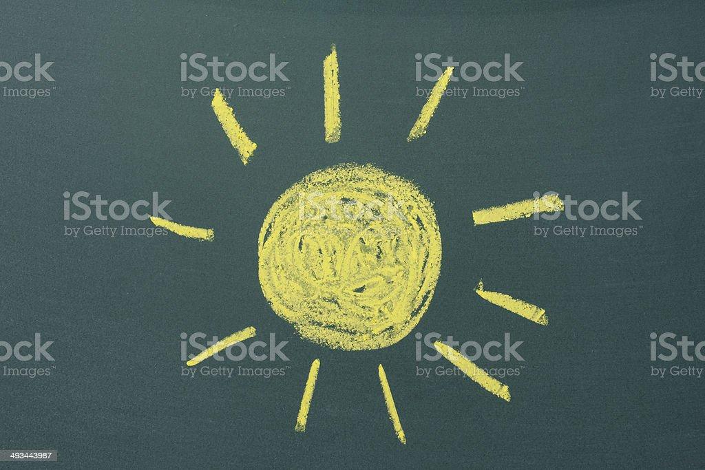 Gelbe Sonne gezeichnet auf einer Tafel – Foto