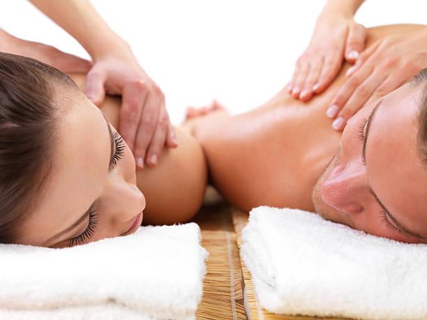Close-up auf junges Paar bekommen Schulter-massage im day spa – Foto