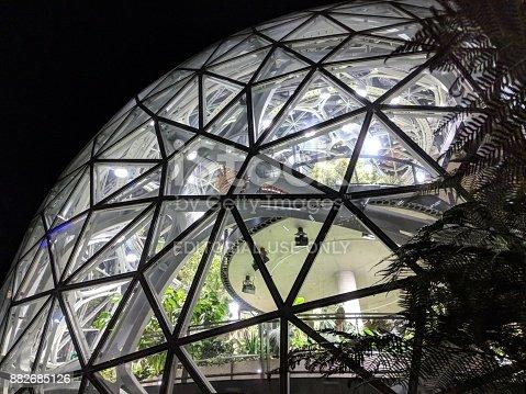 496586115 istock photo Close-up on Biosphere Dome at Amazon.com Headquarters 882685126