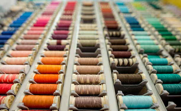 close-up on threads at the tailor - hutmacher stock-fotos und bilder